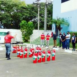 Treinamento de brigada de incêndio no Jardim Anália Franco
